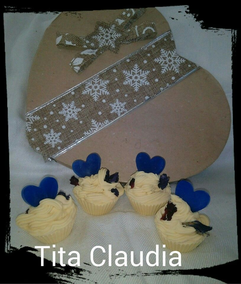 C:\Users\aa\Desktop\ELOISA\TITA CLAUDIA - COSMÉTICA NATURAL\agata azul y cajita love_files\fotos blog\jaboncitos mini cupcakes corazon azul lila anis flores.jpg